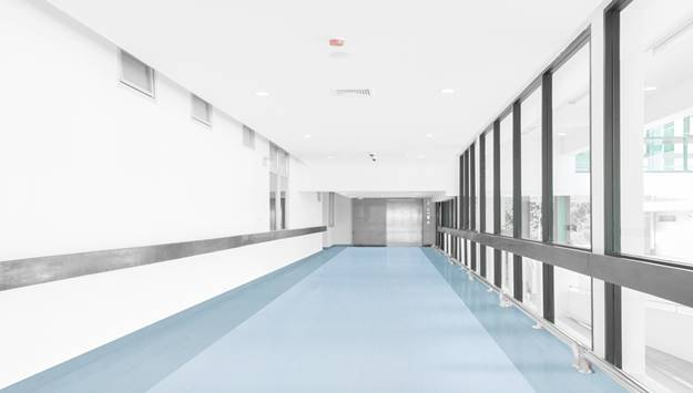 Pemasangan Medistep Allroad di Koridor Rumah Sakit